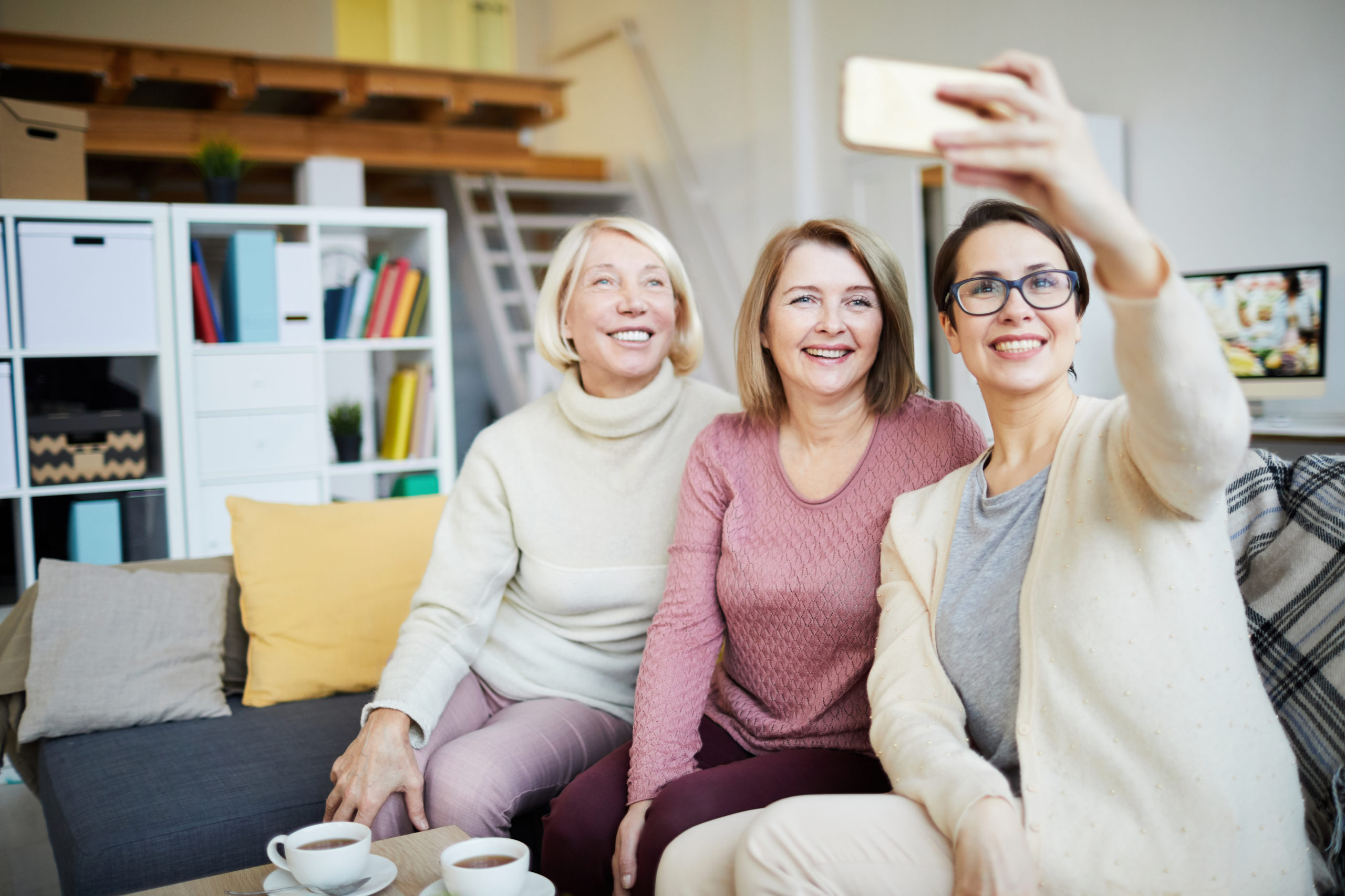 Facetime group chat limit https://elements.envato.com/three-women-taking-selfie-HEYQX9W
