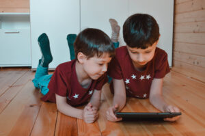 lenovo tab m10 review Children playing on tablet
